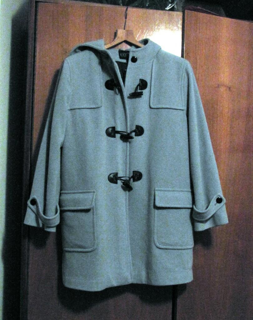 Kabátek bleděmodrý nový za babku z druhé ruky