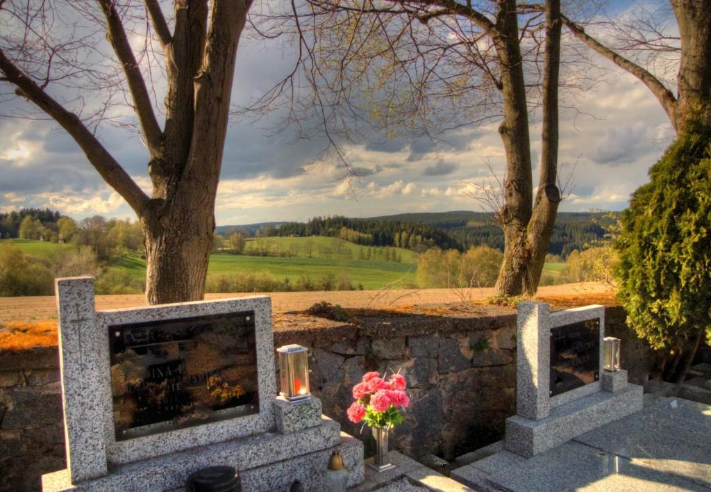 Modletín hřbitov 15