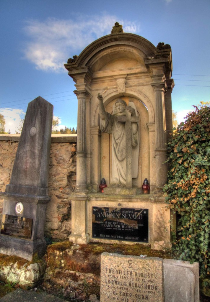 Modletín hřbitov 2
