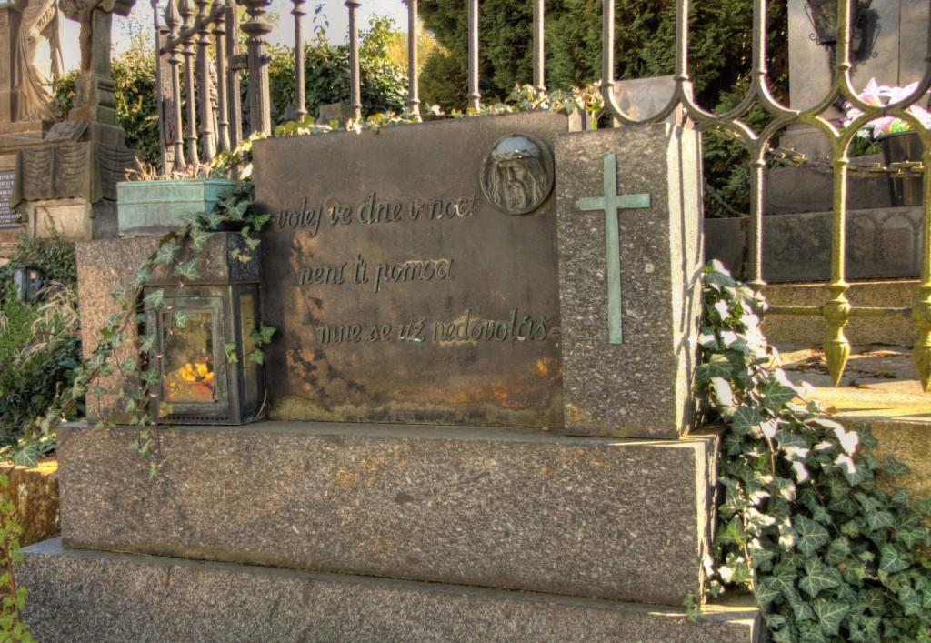 Modletín hřbitov 3