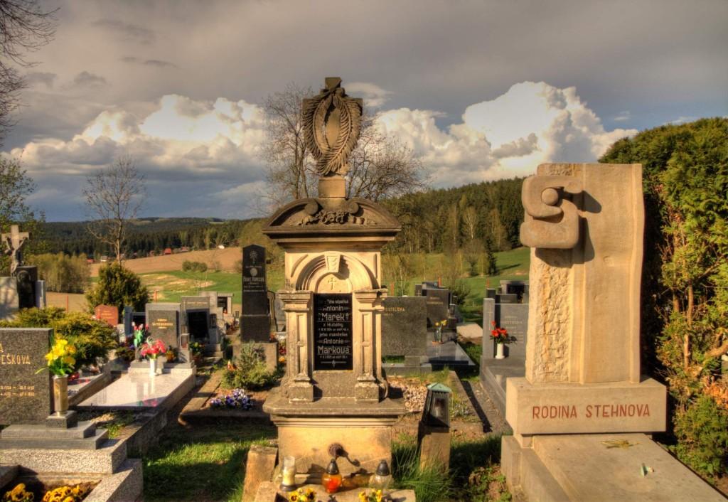 Modletín hřbitov 4
