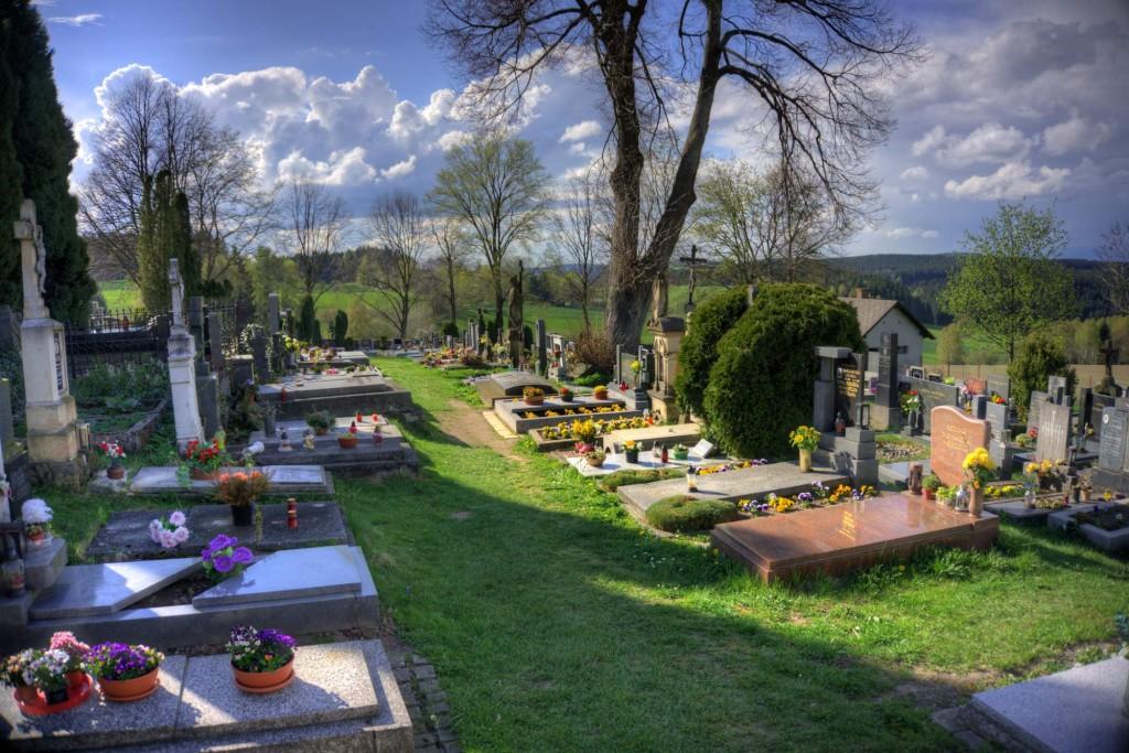 Modletín hřbitov 8